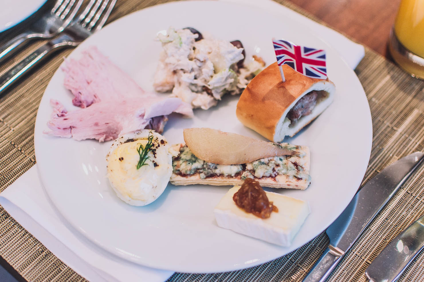 english cuisine English cuisine is the result of centuries of agriculture, trade, wars, hard times and a delight in using seasonal, regional produce the english like to boast that in cheese-making alone, they.